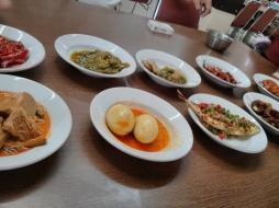More Padang-style cuisine
